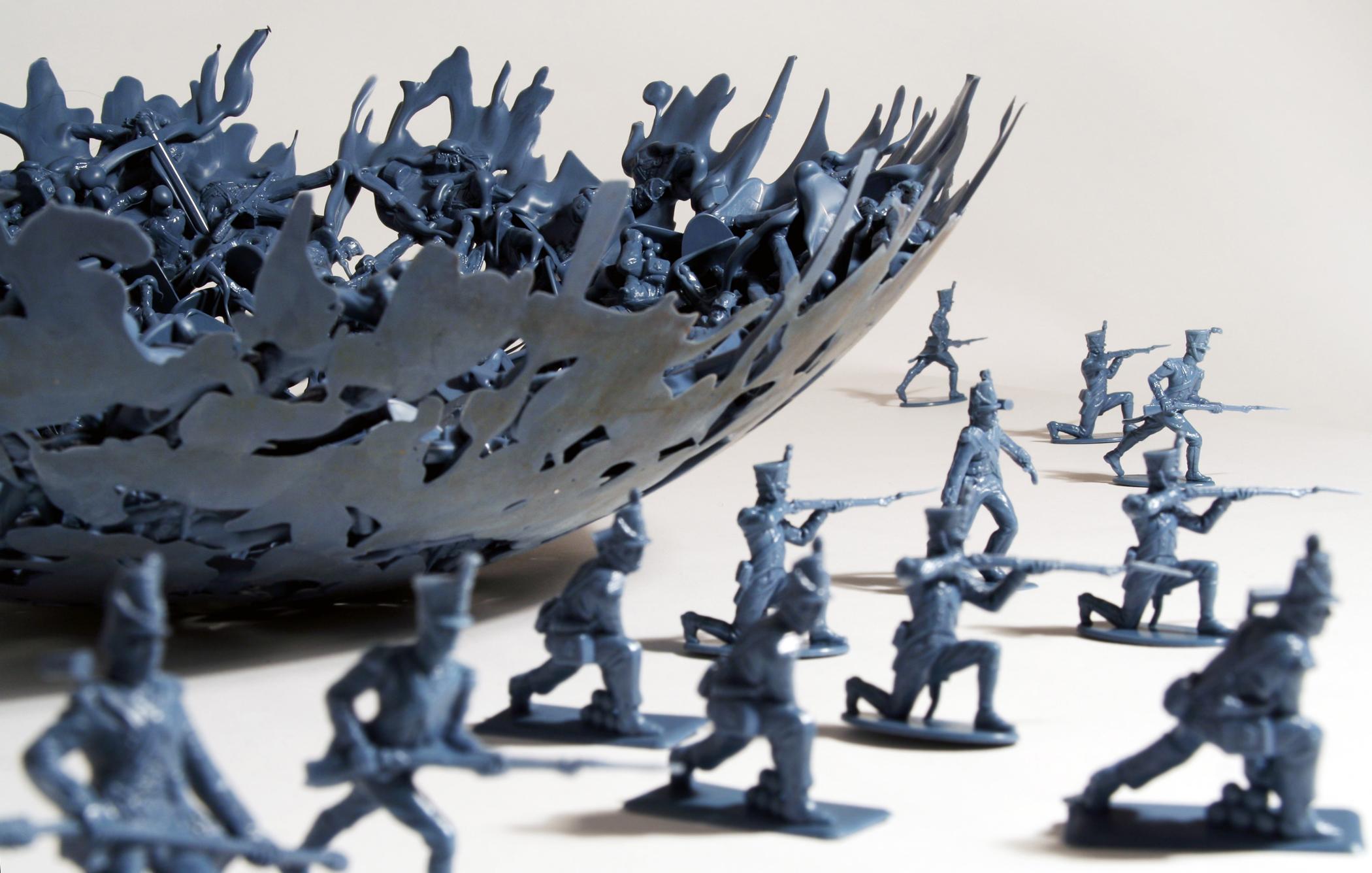 dominic_wilcox_war_bowl_green_soldiers
